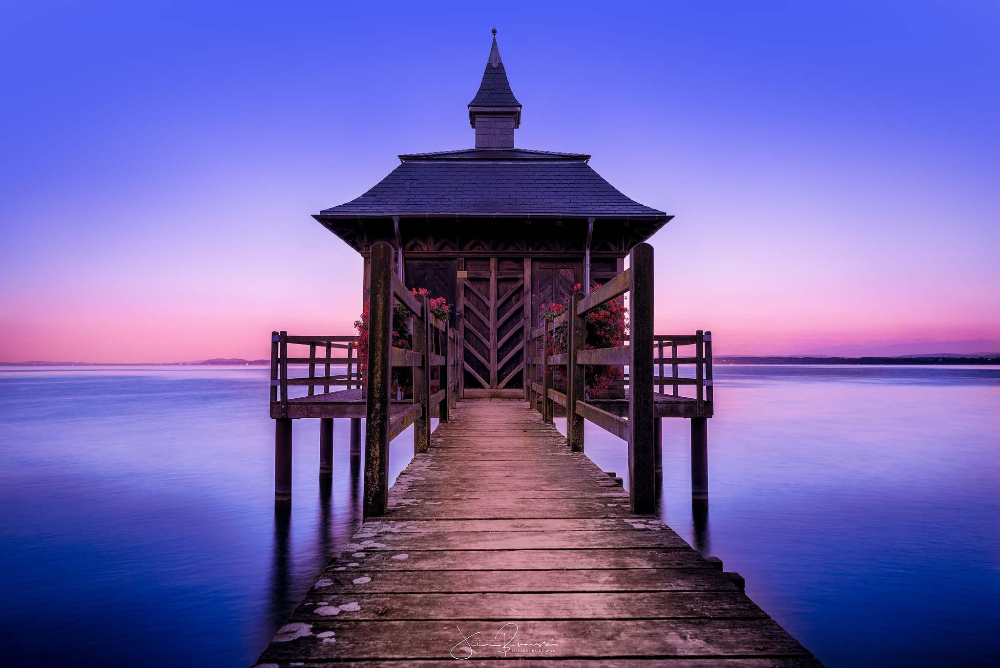 Capsule dans le bleu du lac (Gorgier - Suisse)