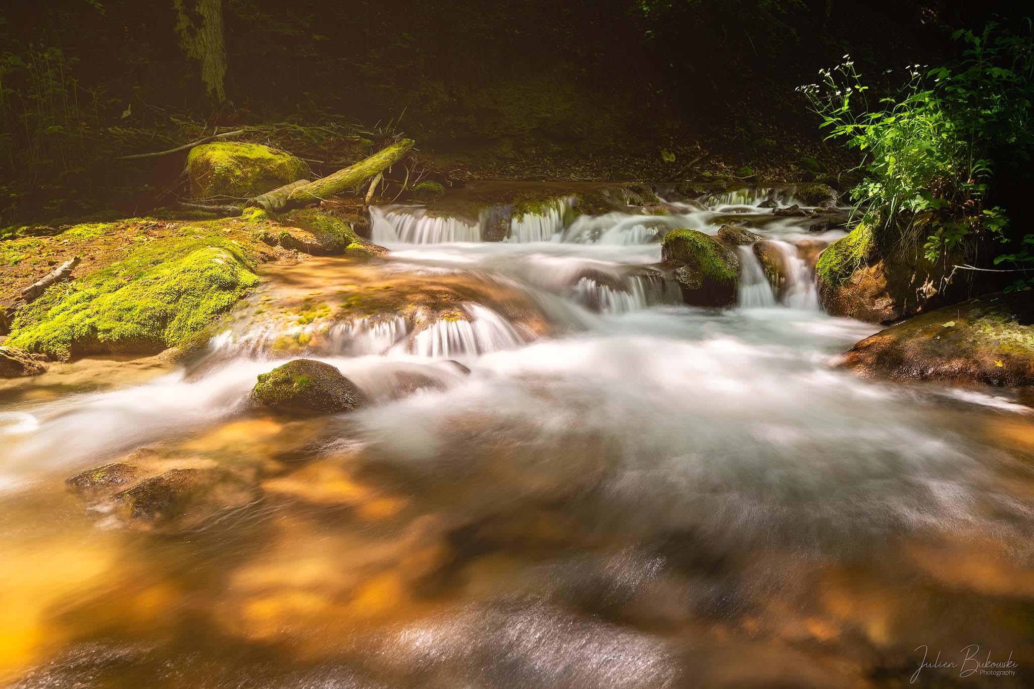 Light in river (Chute du Dard - Suisse)
