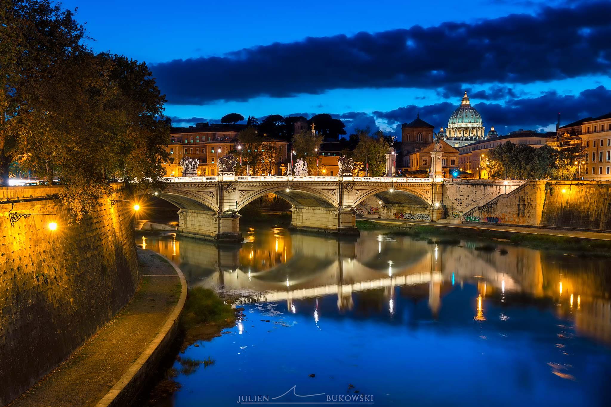 Vatican depuis le pont St Angelo (Rome -Italie)